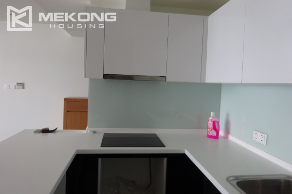 Beautiful lake view apartment for rent in Watermark Lac Long Quan 11