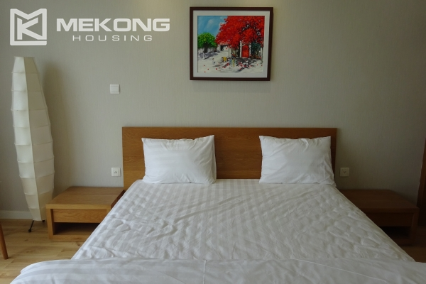 Beautiful lake view apartment for rent in Watermark Lac Long Quan 18