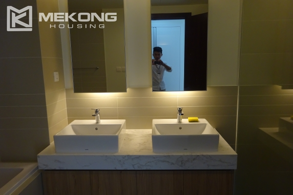 Beautiful lake view apartment for rent in Watermark Lac Long Quan 20