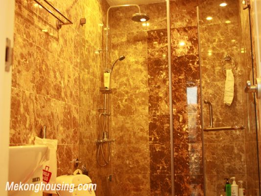 Beautiful studio apartment for rent at good price in Au Co street, Tay Ho, Hanoi 3