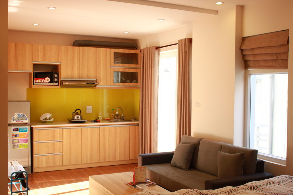 Beautiful studio apartment for rent at good price in Au Co street, Tay Ho, Hanoi