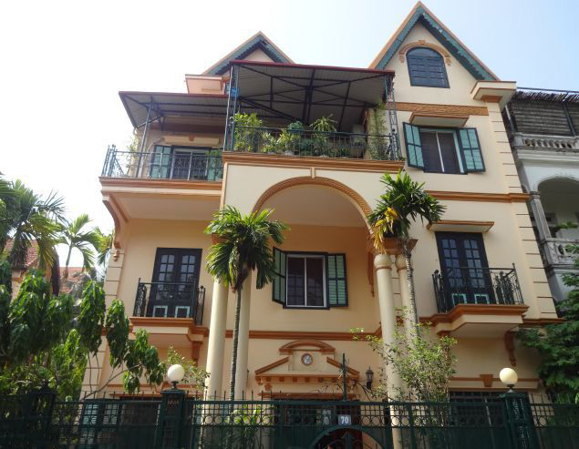 Beautiful villa with 5 bedrooms for rent in Xom Chua, Tay Ho district, Hanoi