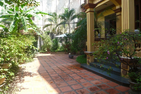 Big villa for rent in Nghi Tam with fully furnished 2