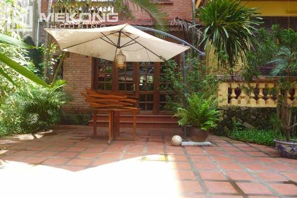Big villa for rent in Nghi Tam with fully furnished 3