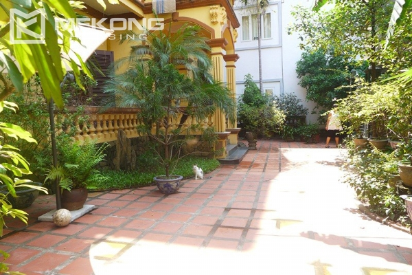 Big villa for rent in Nghi Tam with fully furnished 4