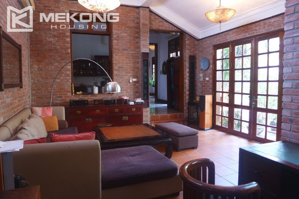 Big villa for rent in Nghi Tam with fully furnished 5
