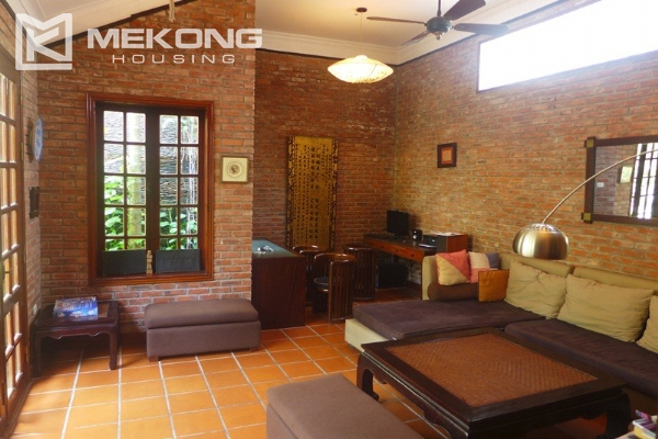 Big villa for rent in Nghi Tam with fully furnished 6