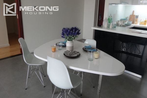 Brand new apartment with 2 bedrooms for rent in Watermark Lac Long Quan 5