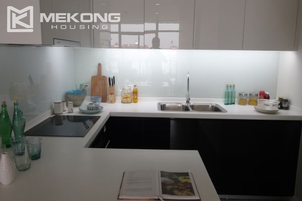 Brand new apartment with 2 bedrooms for rent in Watermark Lac Long Quan 6