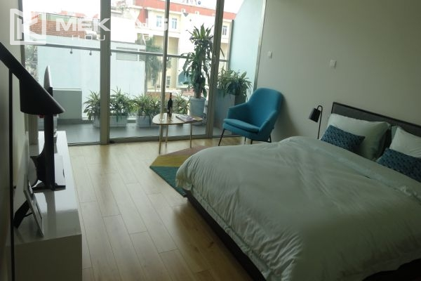 Brand new apartment with 2 bedrooms for rent in Watermark Lac Long Quan 9