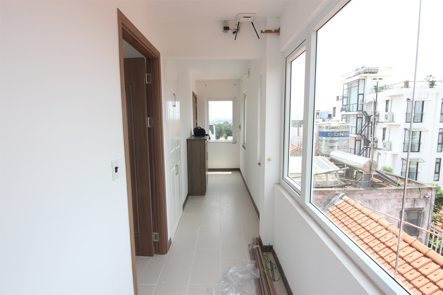 Bright 1 bedroom apartment  for rent on Dang Thai Mai street, Tay Ho district 4
