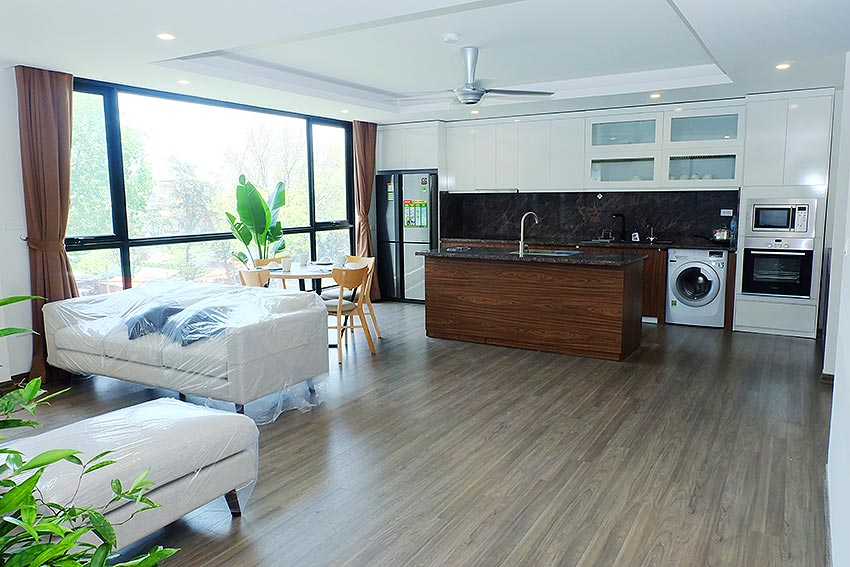 Bright 2 BRs apartment with awesome greenery view on Dang Thai Mai street, Tay Ho 1