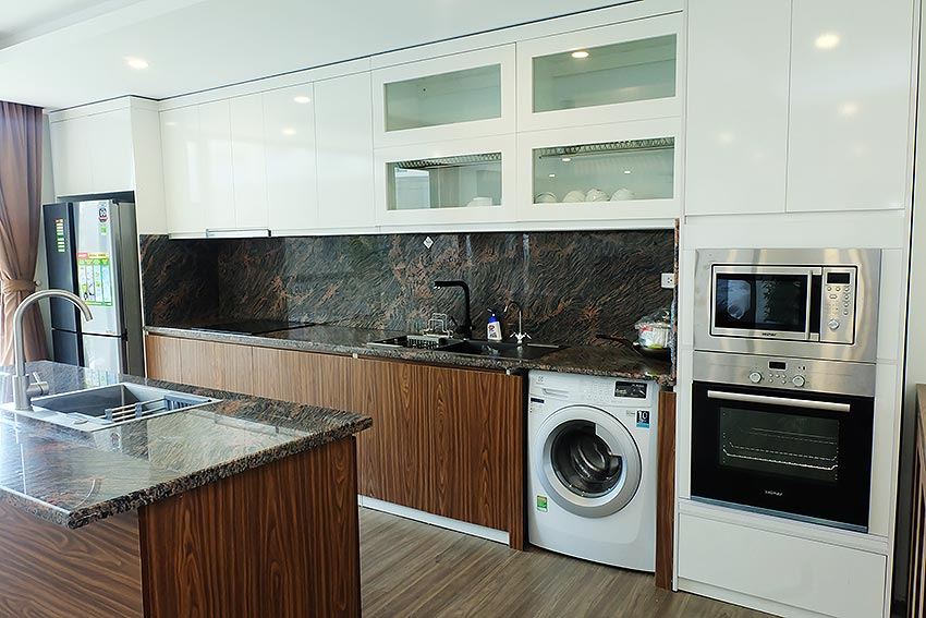 Bright 2 BRs apartment with awesome greenery view on Dang Thai Mai street, Tay Ho 7