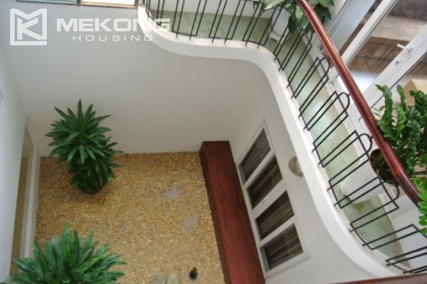 Bright and comfortable apartment for rent in Trieu Viet Vuong street 10