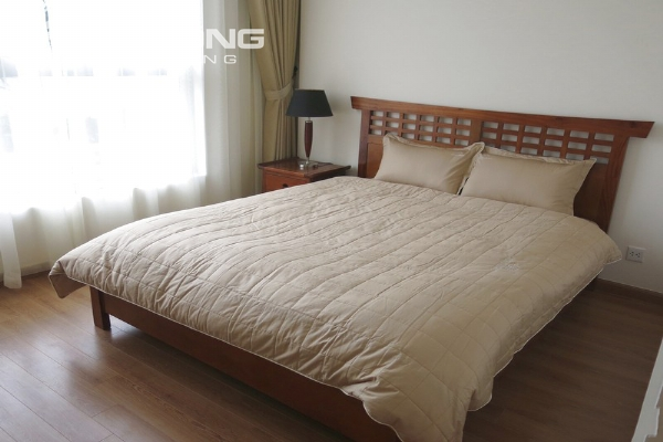 Bright apartment with 2 bedrooms for rent in Vinhomes Nguyen Chi Thanh, Hanoi 6