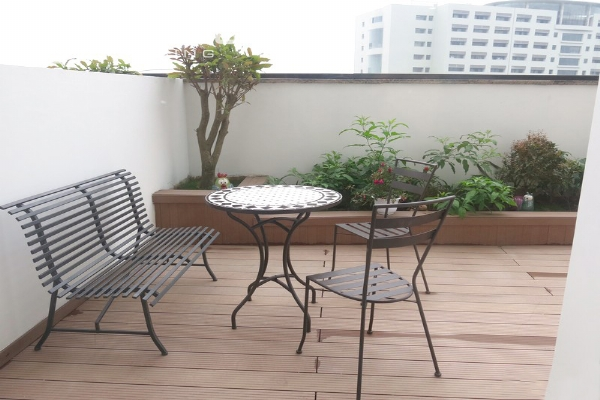 Bright apartment with 2 bedrooms for rent in Vinhomes Nguyen Chi Thanh, Hanoi 8