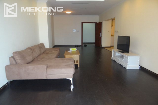 Bright apartment with 3 bedrooms for rent in Vincom tower, Hai Ba Trung district 3