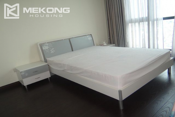 Bright apartment with 3 bedrooms for rent in Vincom tower, Hai Ba Trung district 6