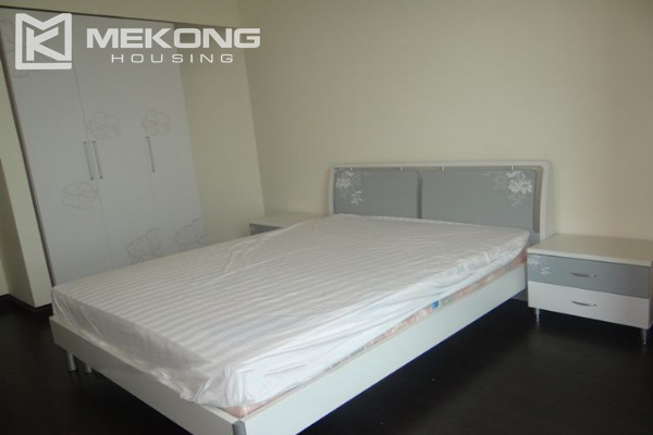 Bright apartment with 3 bedrooms for rent in Vincom tower, Hai Ba Trung district 8