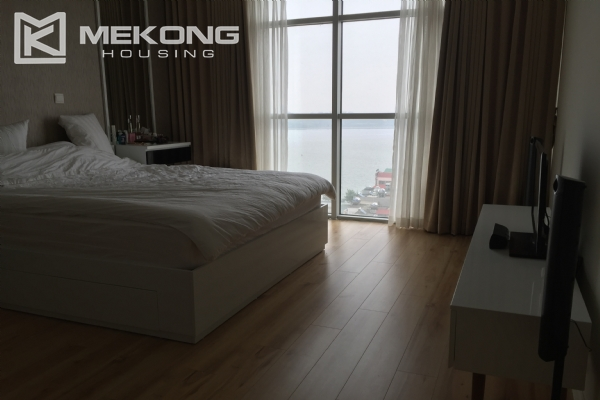 Charming apartment with 2 bedrooms and Westlake view in Watermark Lac Long Quan 3