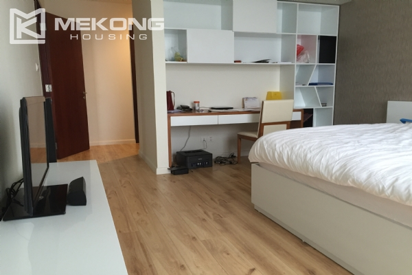 Charming apartment with 2 bedrooms and Westlake view in Watermark Lac Long Quan 4