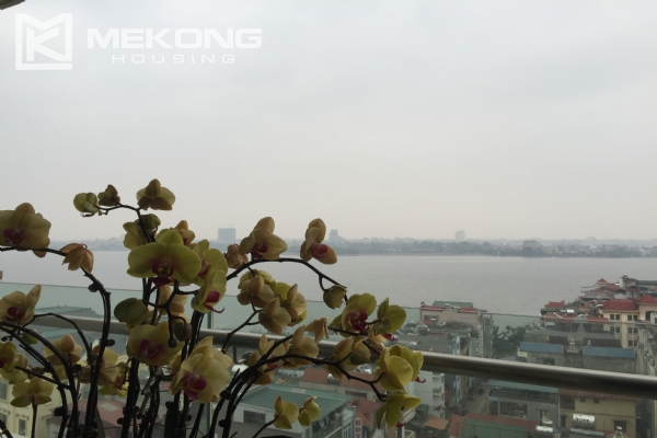 Charming apartment with 2 bedrooms and Westlake view in Watermark Lac Long Quan 12