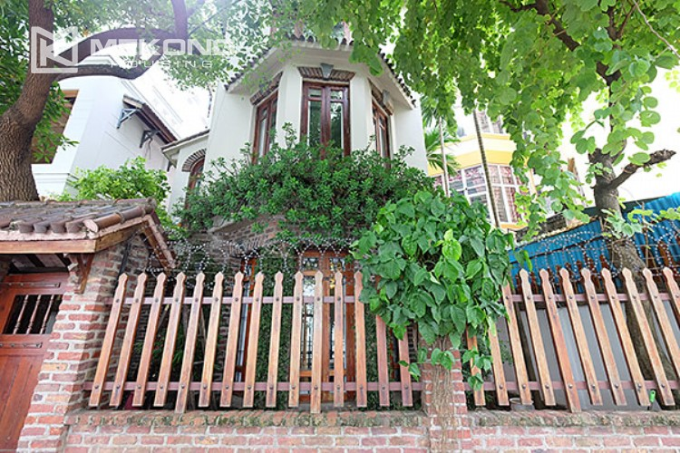 Charming villa with lake view and garden for rent in Tay Ho district 1