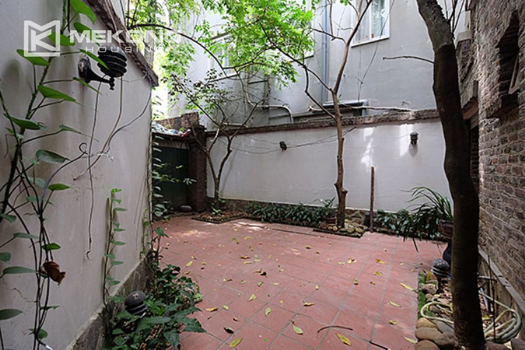 Charming villa with lake view and garden for rent in Tay Ho district 5