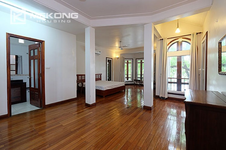Charming villa with lake view and garden for rent in Tay Ho district 6