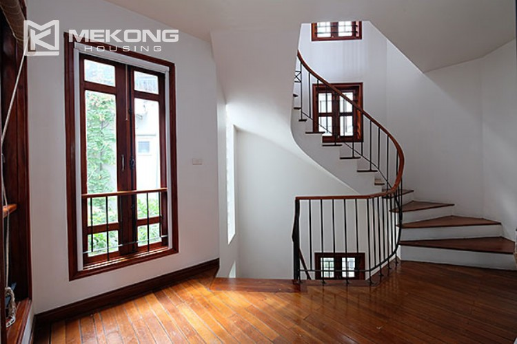 Charming villa with lake view and garden for rent in Tay Ho district 10