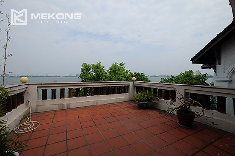 Charming villa with lake view and garden for rent in Tay Ho district 11