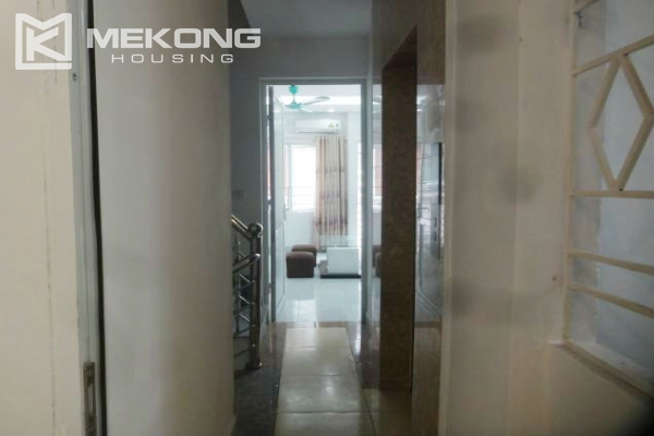 Cheap serviced apartment with 1 bedroom for rent in Au Co street, Tay Ho 3