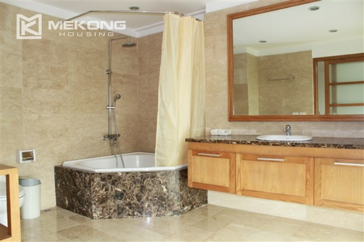 Ciputra renovated and spacious apartment with 4 bedrooms in P1 tower 11