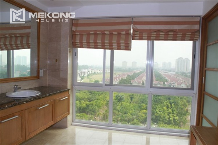 Ciputra renovated and spacious apartment with 4 bedrooms in P1 tower 12