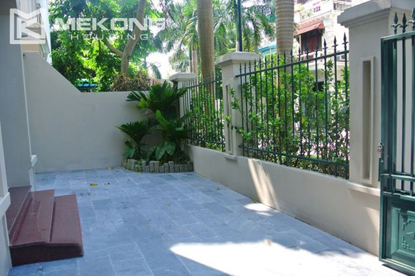 Ciputra villa for rent in C5 block with 5 bedroom and modern furniture 1