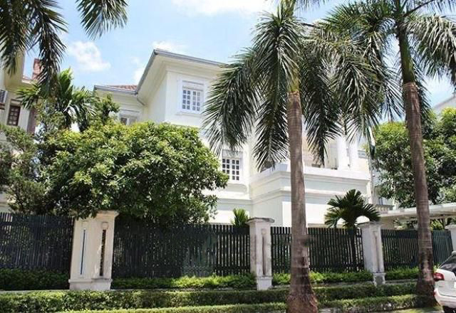 Ciputra villa for rent in C7 block with large garden and swimming pool