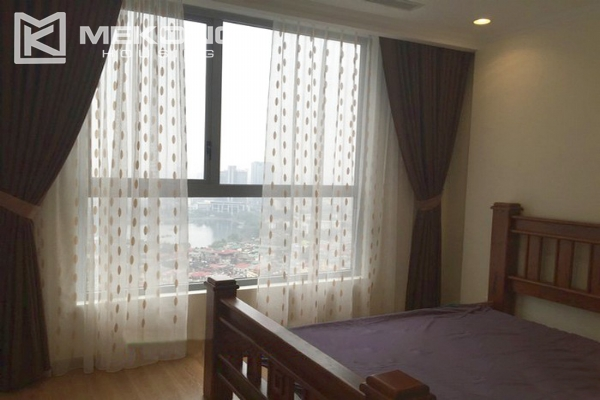 Cozy furnished apartment with 2 bedrooms on middle level in Vinhomes Nguyen Chi Thanh 5