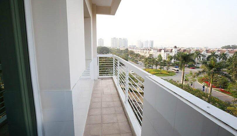 E4 apartment for rent in Ciputra urban area. The apartment has an area of ​​153 sqm 9