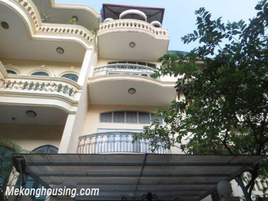 Four bedrooms house for rent in Ton Duc Thang street, Dong Da, Hanoi 1
