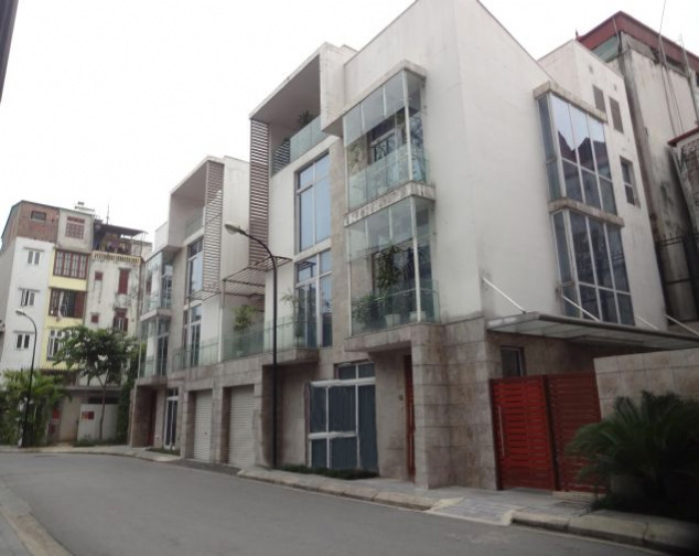 Four storey villa with 4 bedrooms and modern furniture for rent in Golden Westlake Hanoi
