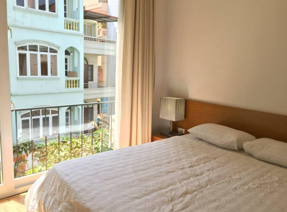 Full furniture serviced apartment with one bedroom for rent in Linh Lang street, Ba Dinh district, Hanoi