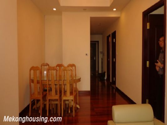 Fully furnished 2 bedroom apartment on high floor for rent in Vinhomes Royal City, Thanh Xuan district, Hanoi 4