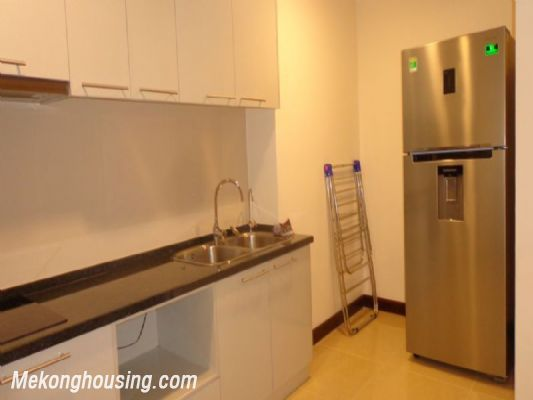 Fully furnished 2 bedroom apartment on high floor for rent in Vinhomes Royal City, Thanh Xuan district, Hanoi 6