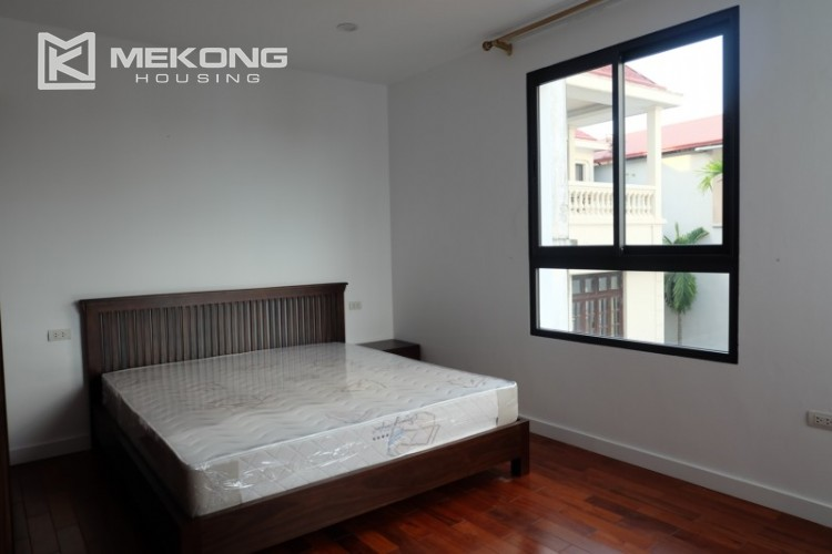 Fully furnished apartment with 3 bedrooms for rent in Xom Chua 19