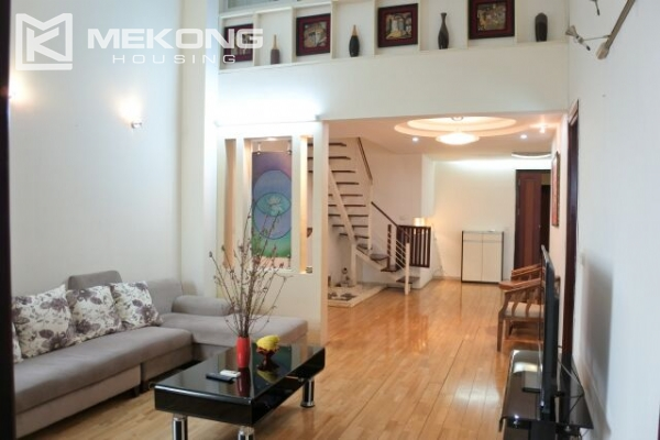 Fully furnished penthouse apartment with 3 bedrooms for rent in G2