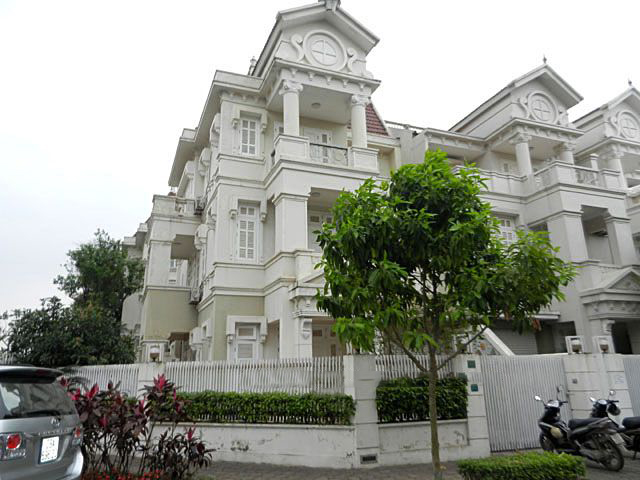 Furnished villa with 5 bedrooms for rent at reasonable price in Ciputra Hanoi