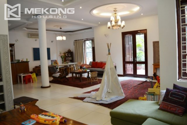 Furnsihed Villa with swimming pool, nice courtyard, and spacious living space in To Ngoc Van street 7