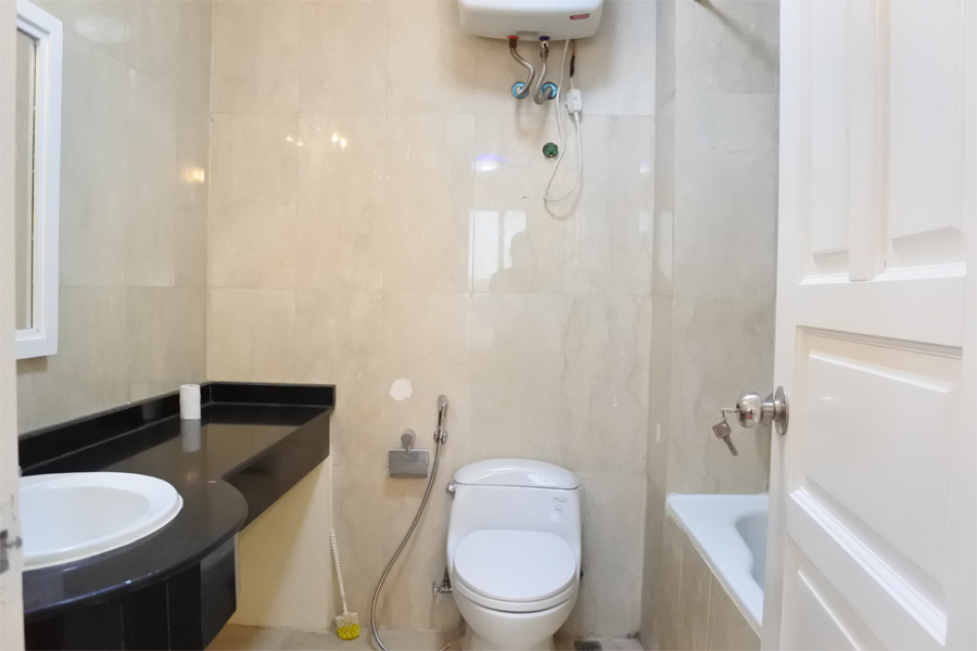 Good price apartment with 4 bedrooms for rent in P2 tower Ciputra Hanoi 7