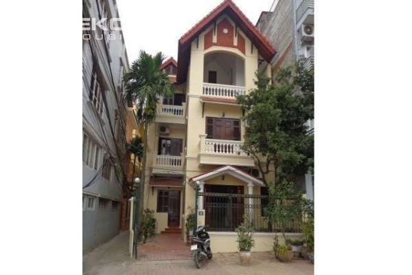 Good quality house for rent in Au Co street 1