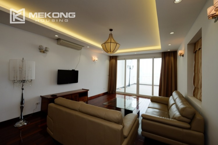 High floor with very nice lakeview in Xuan Dieu 1